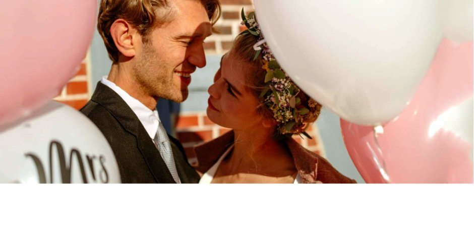 b96dcde23844 Många brudpar tvekar för att gifta sig på vintern under den kalla årstiden.  Men den mörka årstiden ger många förutsättningar för ett romantiskt bröllop.