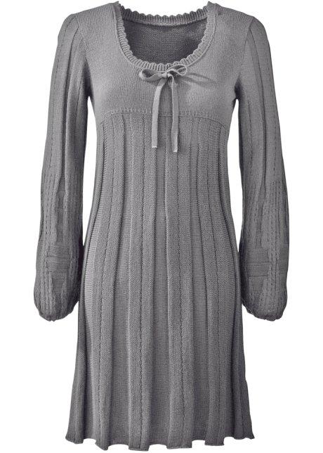 Stickade klänning från Bodyflirt till dam.